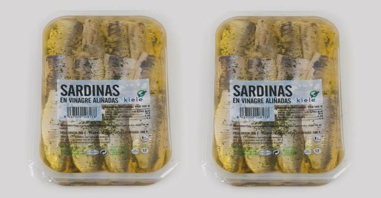 Sardinas seleccionadas, aliñadas con aceite, ajo y perejil