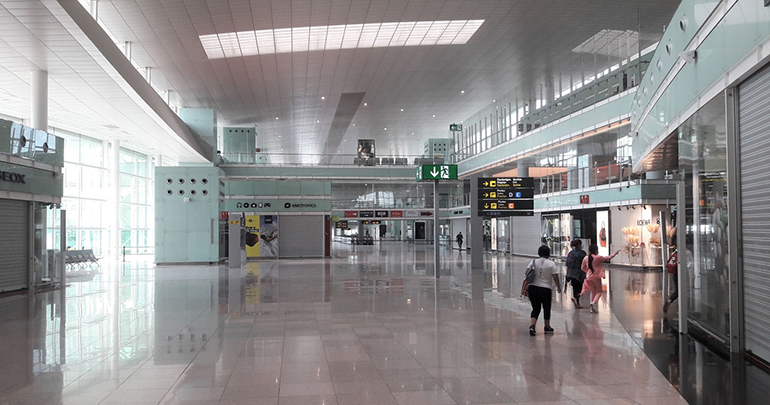 Comerciantes y restauradores de los Aeropuertos instan a la Generalitat y al Gobierno a intervenir en el conflicto con Aena