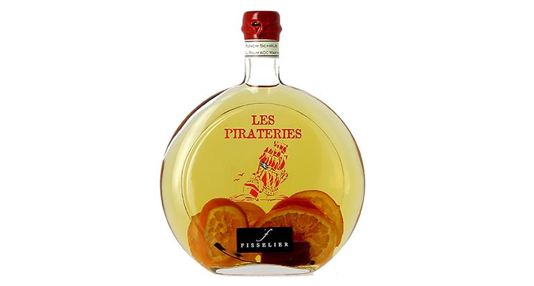 Licores franceses con ron agrícola de la Martinica en selectas botellas