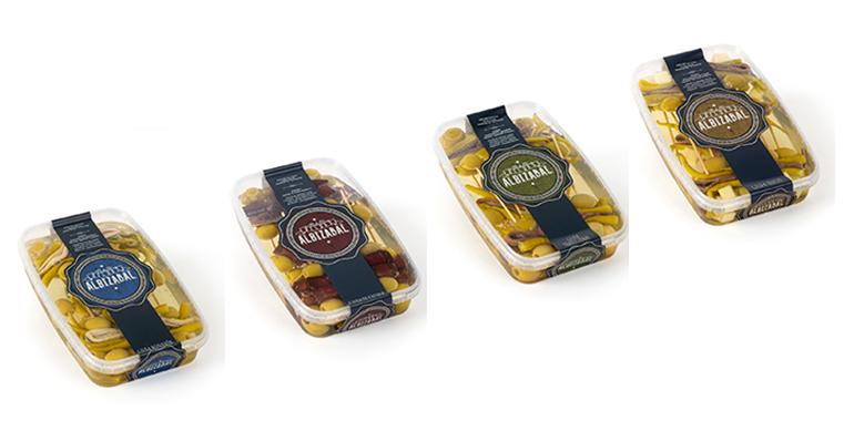Gildas tradicionales con aceituna manzanilla, anchoa del Cantábrico y piparrak de cosecha propia