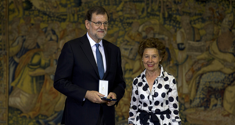 gullon-medalla-merito-trabajo-presidenta
