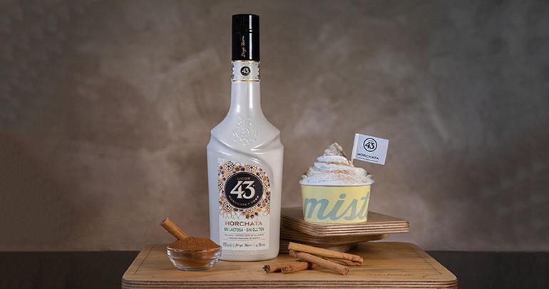 Licor 43 Horchata: bebida aromática y refrescante con dulces matices mediterráneos procedentes de la chufa, especias y cítricos