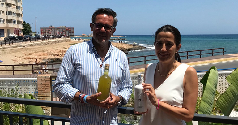 La UMH desarrolla el primer licor con limones ecológicos de la Vega Baja y sus hojas, 100% natural