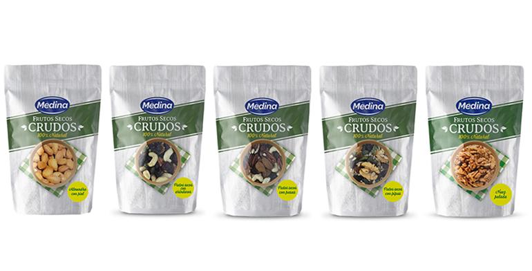 Saludable y selecta gama de frutos secos crudos