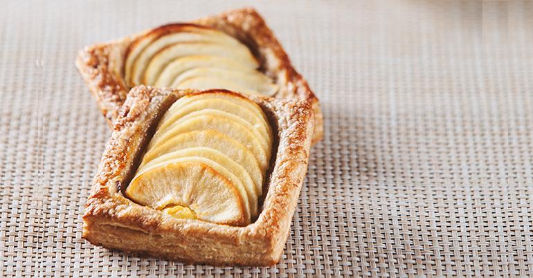 Fina tarta de manzana premium con hojaldre de cereales