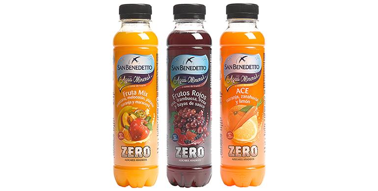 Tres sabores de agua mineral y zumo de frutas sin azúcares añadidos