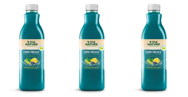 Primer zumo fresco naturalmente azul gracias a la espirulina