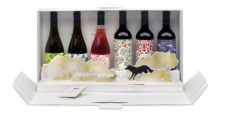 Un estuche de cuento con los vinos de